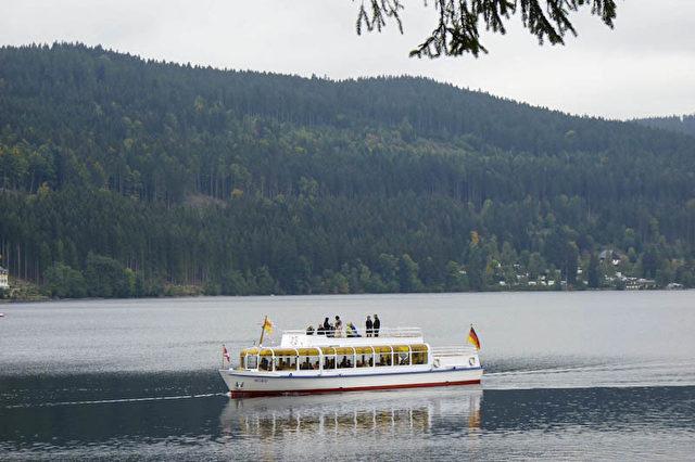 Ausflugsschiff auf dem Titisee.  Foto: Bernd Kregel