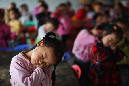 China: Der Lümmel auf der Lehrerbank