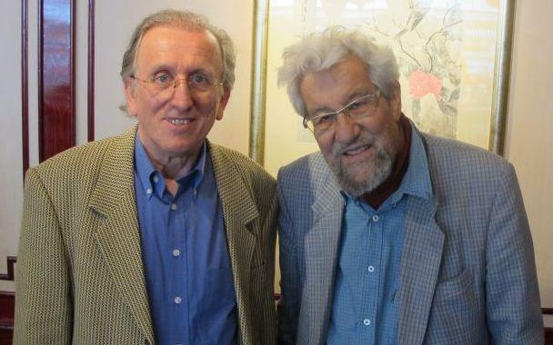 Gerhard Klügl (links) und der 83-jährige Quantenphysiker und Friedensnobelpreisträger Hans-Peter Dürr.   Foto: Roland R. Ropers