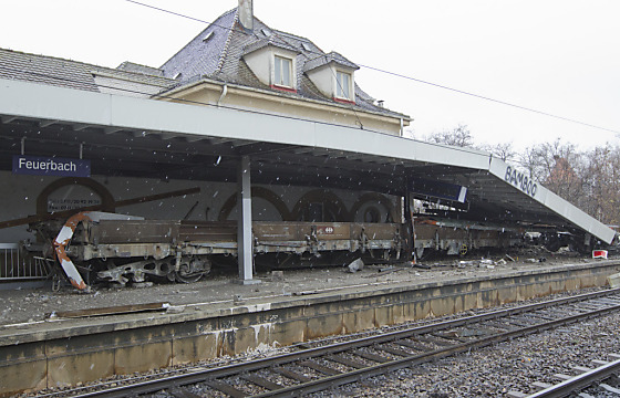Drei Güterwaggons am Stuttgarter S-Bahnhof entgleist