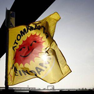 Flagge zeigen im Hafen von Nordenham. Foto: Andreas Conradt / PubliXviewinG
