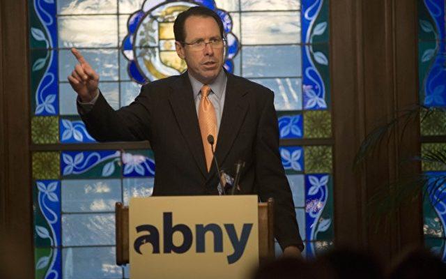 """Randall Stephenson vor der Gesellschaft für ein """"Besseres New York""""(abny).  Foto: Don Pollard/ABNY"""