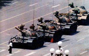 Dieses Bild ging um die Welt, als ein Student sich vor die Panzer stellte auf dem Tiananmenplatz im Juni 1989.