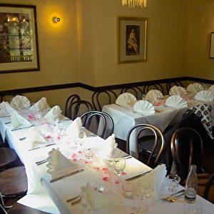 Im Restaurant   Foto: Mit freundlicher Genehmigung von Edmund Becker