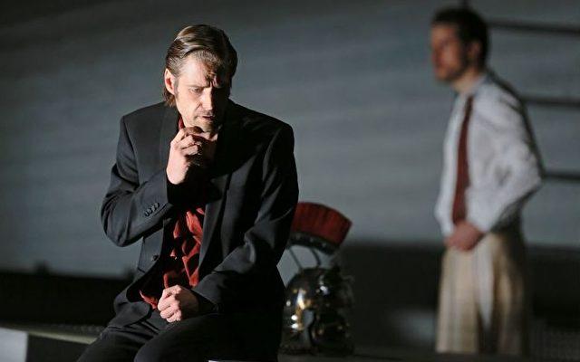 Michael Nagy (Giulio Cesare) und Sebastian Geyer (Curio) in der Frankfurter Oper.   Foto: Wolfgang Runkel / Frankfurter Oper
