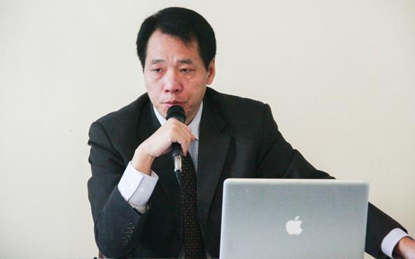 Tang Baiqiao, ehemaliger Studentenführer der Tiananmen- Bewegung von 1989, auf einer Pressekonferenz am 2. Dezember.   Foto: Chen Tiancheng / Epoch Times