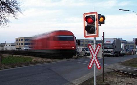 Unbeschrankte Bahnübergänge können sicherer werden. Foto: FH St. Pölten