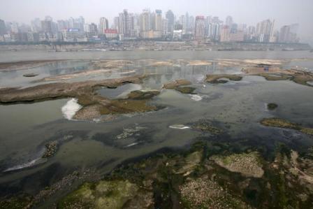 Ein Chemieunfall mit hochgiftigem Anilin verseuchte die Trinkwasserversorgung von mehreren Millionen Menschen in China. Foto: Getty Images