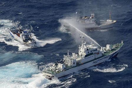 Die USA stellen sich im Konflikt um die Senkaku-Inseln hinter Japan. Foto: Yomiuri Shimbun/ AFP/Getty Images