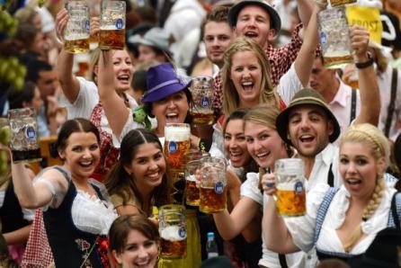 Traditionelle Kleidung beim Münchner Oktoberfest. Foto: Christof Stache/AFP/Getty Images
