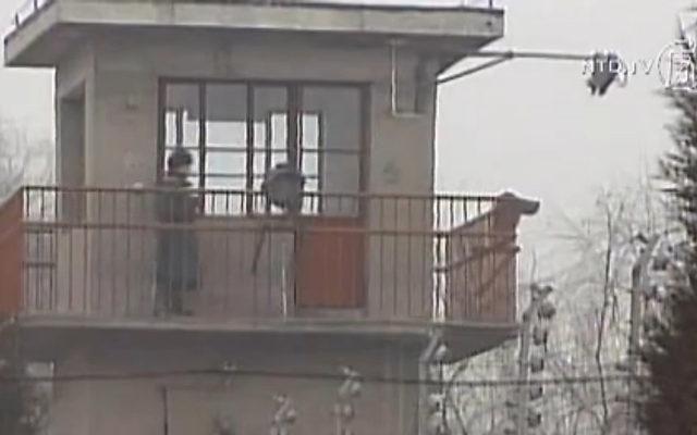 Kontrollturm eines chinesischen Arbeitslagers.   Foto: NTD Television