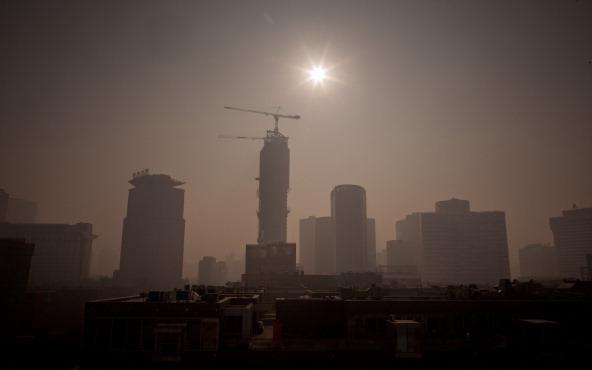 Schwere Smogwolken über Peking.   Foto: Ed Jones/AFP/Getty Images