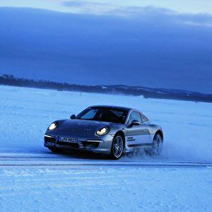 Mehr Winter geht nicht für die Porsche Sport Driving School.   Foto: Andreas Burkert drive&style