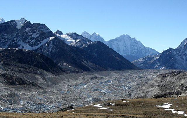 Selbst die Gletscher des Himalayas schmelzen gefährlich schnell. Sie sind das Wasserreservoir für mehr als eine Milliarde Menschen in Asien.  Foto: Prakash Matema /AFP/Getty Images