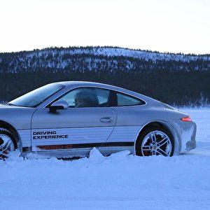 Abdriften oder geradeaus mit dem Porsche?   Foto: Andreas Burkert drive&style
