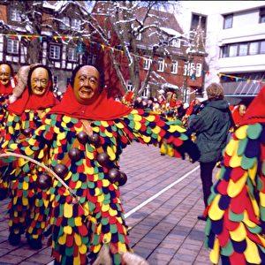 Originelle Kostüme beim Fasnet-Umzug in Schwenningen. Foto: Elke Backert