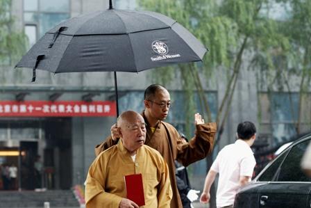 Falsche Mönche erkennt man nicht am Aussehen, sondern am Verhalten. Foto: Lintao Zhang/Getty Images