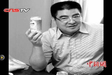 Chen Guangbiao und seine Dosenluft. Foto: Screenshot von der Webseite Chinanews.com / ETD