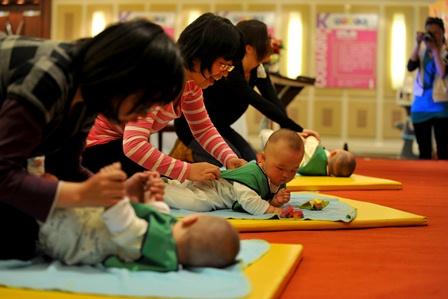 Alle wollen nur das Beste für die Kinder. Foto: STR/ AFP/Getty Images