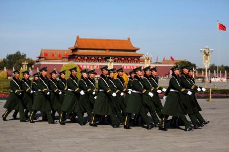 Aufmarsch auf dem Platz des Himmlischen Friedens in Peking.  Foto: Feng Li / Getty Images