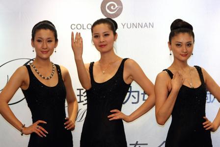 Die Chinesen haben in einem Monat etwa 4,34 Milliarden US-Dollar in Europa für Luxusgüter ausgegeben. Foto: STR/Freier Fotograf/ AFP/Getty Images