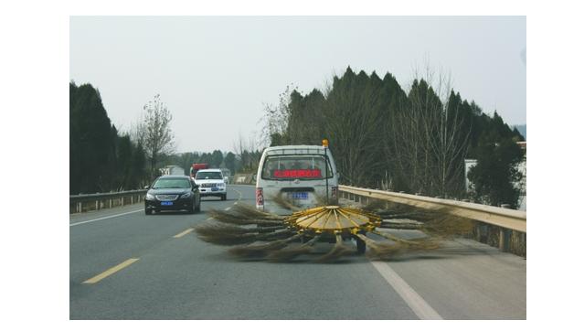 """Der """"superstarke"""" Straßenreinigungswagen. Foto: Screenshot von der Webseite newssc.org/ETD"""