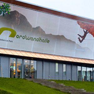 Klettern in der Nordwandhalle auf der Gartenschau in Hamburg-Wilhelmsburg. Foto: Elke Backert