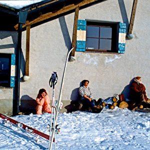 Ein Sonnenbad im Schnee, Bad Kleinkirchheim in Kärnten macht's möglich. Foto: Elke Backert