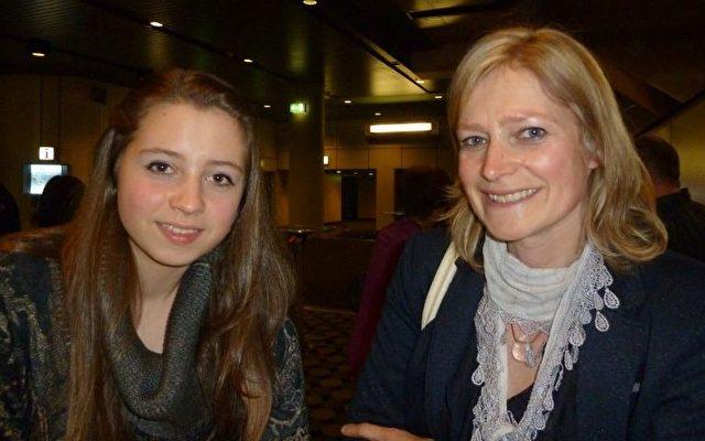 Frau Michaela Naporra kam mit ihrer Tochter zu Shen Yun. Foto: The Epoch Times