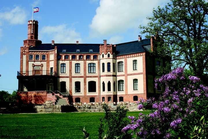 Mecklenburg-Vorpommern: Mittsommer-Remise mit Urlaub im Schloss