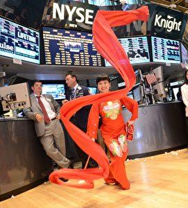 Teilnehmerin des Drachenbootfestivals in der New Yorker Börse am 16. Juli 2013