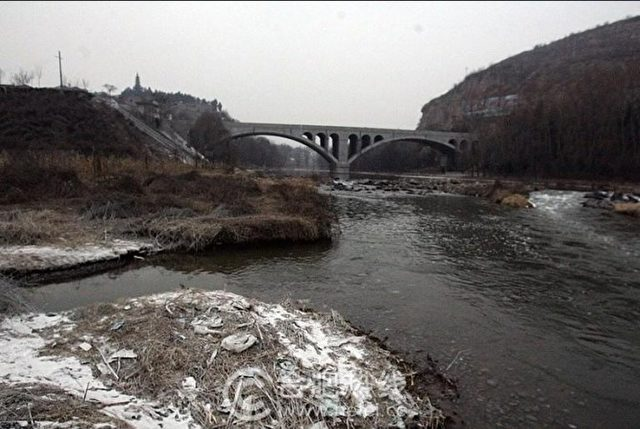 Der verschmutzte Zhuozhang Fluss in der Provinz Shanxi. Alle Fotos dieses Artikels: Screenshot Weibo / Epoch Times.