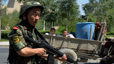 USA verhängen Sanktionen gegen chinesische Paramilitärs wegen Uiguren-Verfolgung
