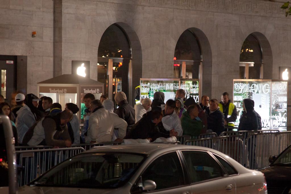 Berlin: Hunderte übernachten fürs iPhone 5S vor Apple Store