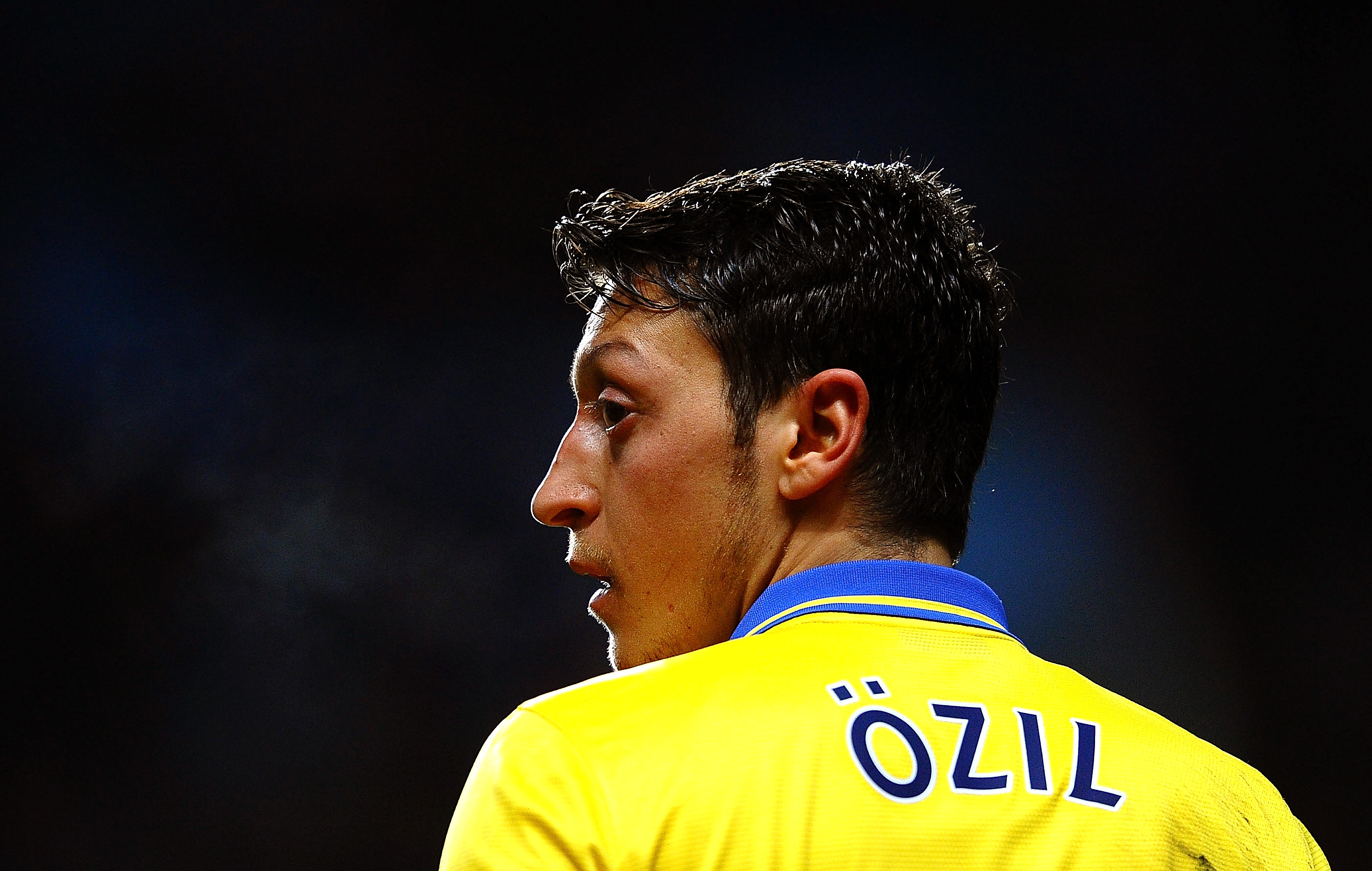 """""""Only god can judge me"""": Özil betet während Nationalhymne – trotz Kritik"""