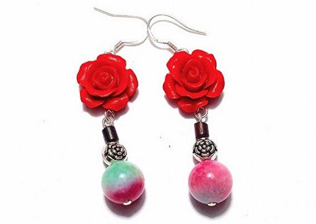 """""""So schön wie Blumen und Jade"""""""" (如花似玉) Ohrringe. Chinesen tragen rote Farbe zur Abwehr von bösen Geistern und um Unglück zu vermeiden."""
