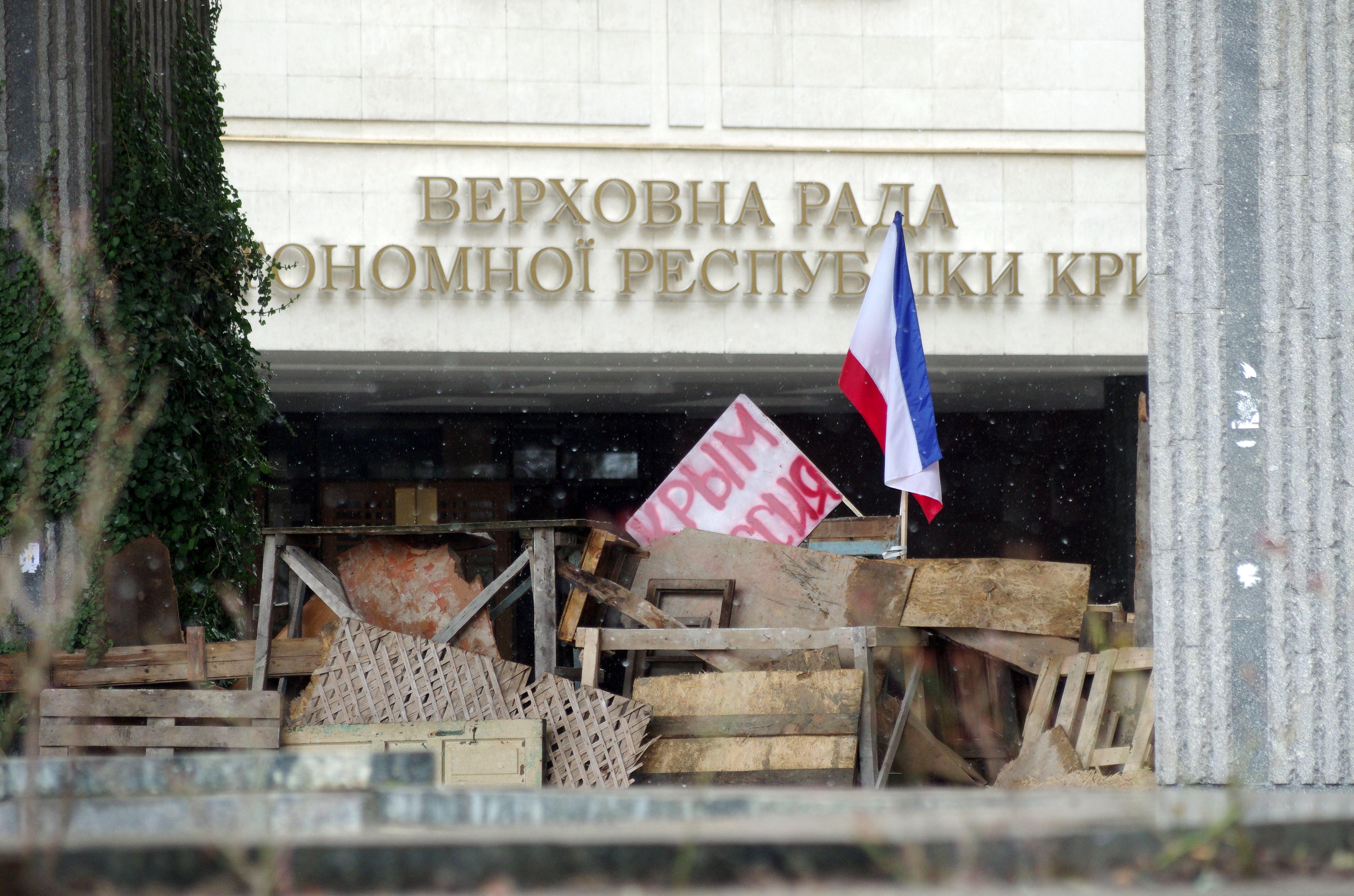 """""""Militärische Invasion"""": Bewaffnete Männer nahmen Flughäfen in Krim in ihre Gewalt"""