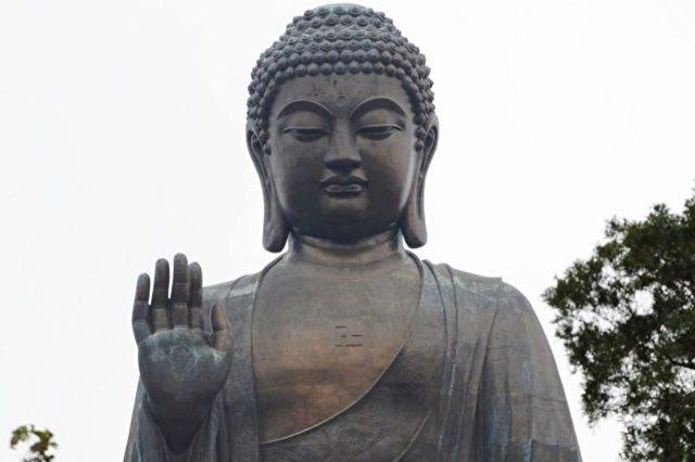 Buddhastatue auf der Insel Lantau in Hongkong