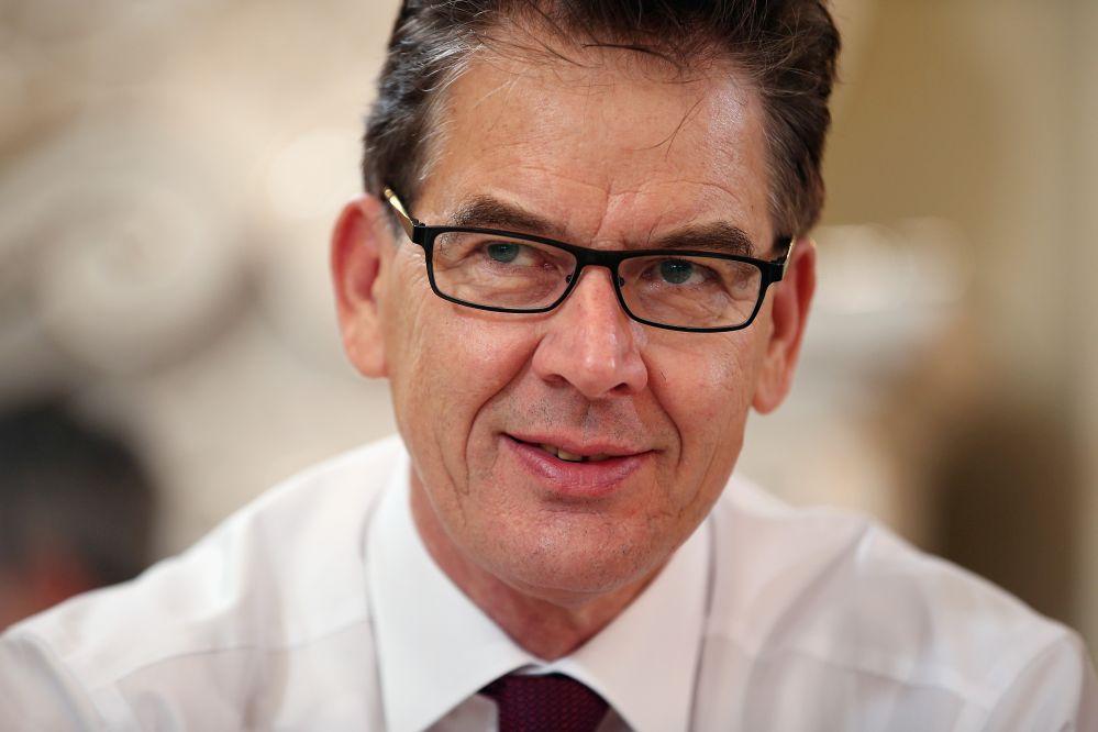 CSU-Minister Müller begrüßt Prüfung seine Doktorarbeit