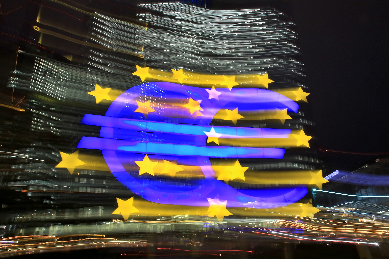 Euro Krise: Wird der Euro bald in den Tiefflug sinken?