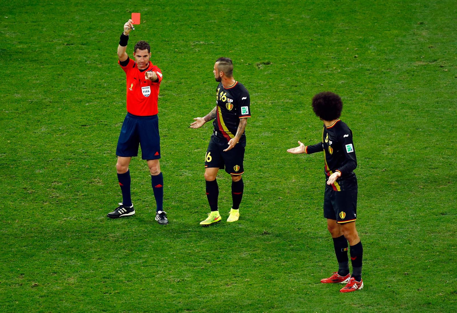 Rote Karte gegen Steven Defour (Belgien) (Video)