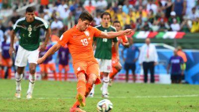 Niederlande gegen Mexiko Video: Gelbe Karte für Rafael Márquez führt zum Elfmeter Tor von Jan Huntelaar für Niederlande (Video)