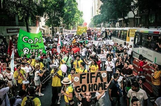 World Cup 2014: Anti-FIFA-WM-Proteste in Brasilien viel größer als erwartet (Video + Fotogalerie)
