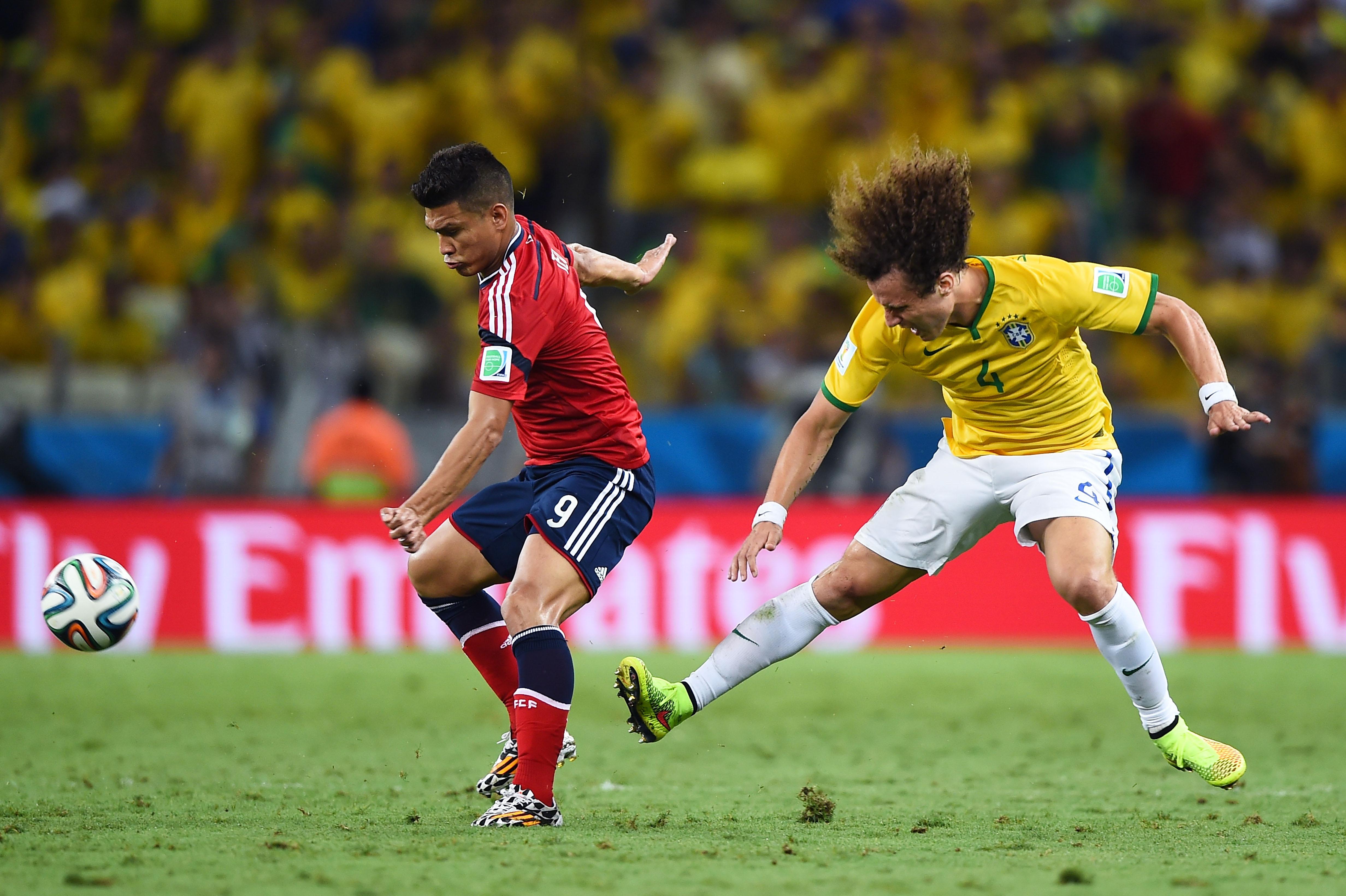 Brasilien gegen Kolumbien: zweites Tor für Brasilien durch David Luiz (Video)