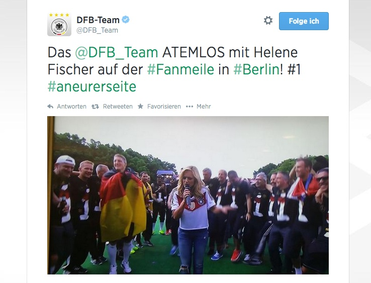 """Helene Fischer feiert die Weltmeister auf der Berliner Fanmeile mit """"Atemlos"""" (VIDEO UPDATE)"""