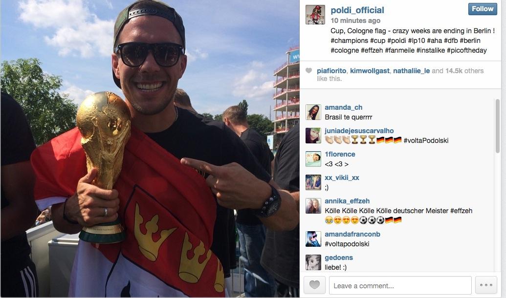 Siegtorheld Mario Götze: Da ist der Pokal in Berlin! (Mit Twitter von Podolski und Schweinsteiger)