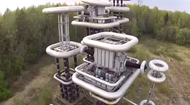 """Tesla-Turm: Riesen futuristische """"Blitzmaschine"""" in einem Wald in der Nähe von Moskau (+Video)"""