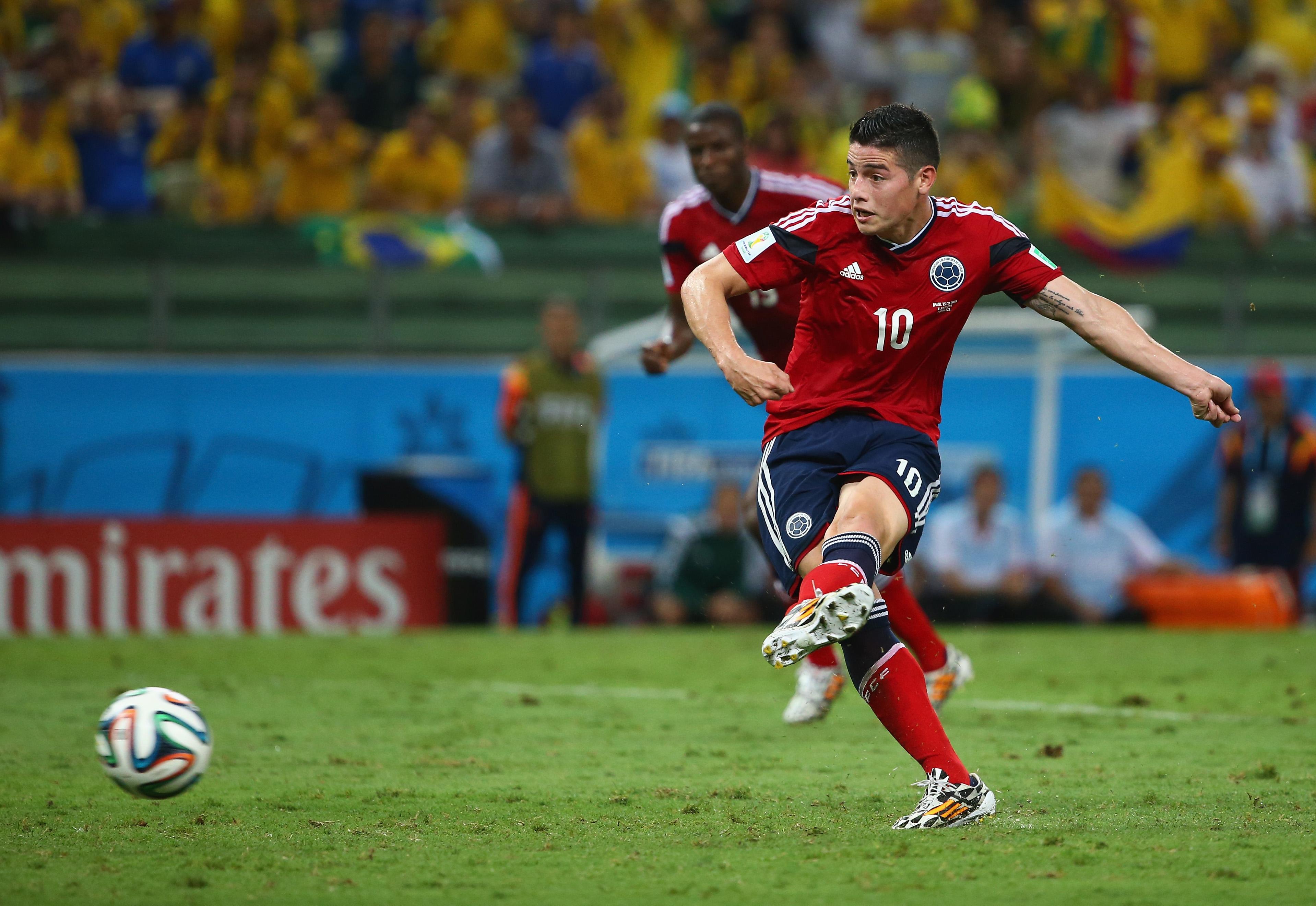 Brasilien gegen Kolumbien: Nach Faul von Júlio César schießt James Rodríguez Elfmeter-Tor für Kolumbien (Video)