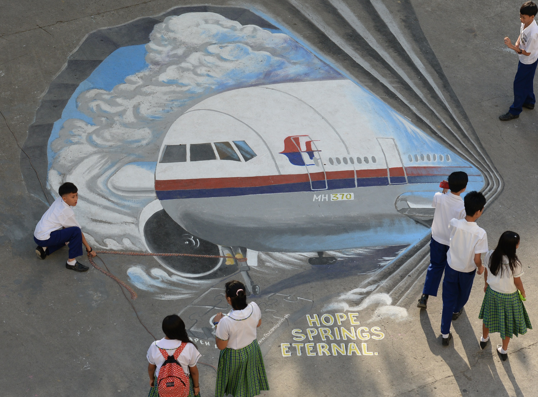 Satellitentelefonat aus MH370: Neue Erkenntnisse? Drehte das Flugzeug wirklich früher ab oder ist MH370 gar nicht abgestürzt?