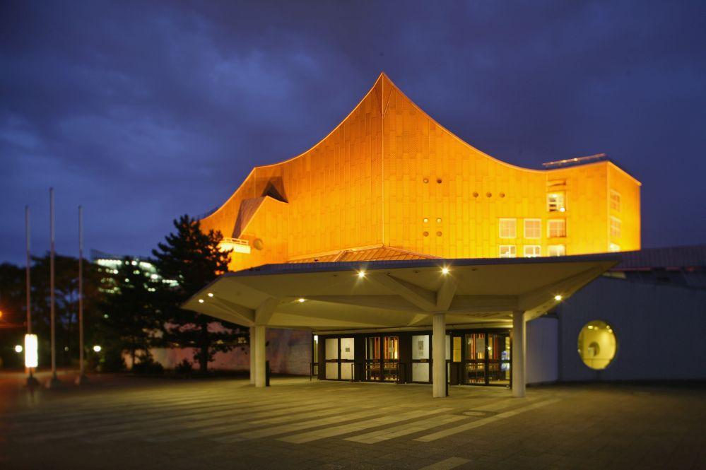 Berliner Philharmoniker Saisoneröffnung: Simon Rattle dirigiert russische Meisterwerke